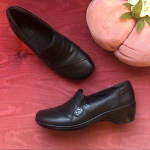 Clark's Bendables Black slip on shoes sz 9